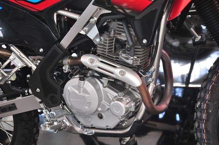 Mesin KLX 230 punya kapasitas 233 cc yang berkarakter smooth