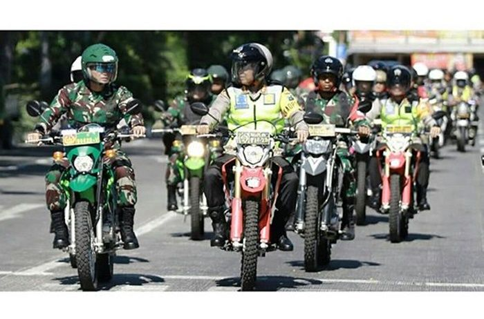 Polisi Surabaya patroli pakai motor trail