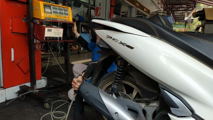 Uji emisi Honda PCX 150
