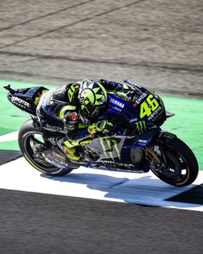 Valentino Rossi anggota klub 1 menit 58 detik hasil kombinasi kedua tercepat di belakang Fabio Quartararo