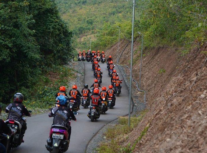 Rombongan bikers turing untuk menghadiri Maxi Day 2019 di Banjarmasin.