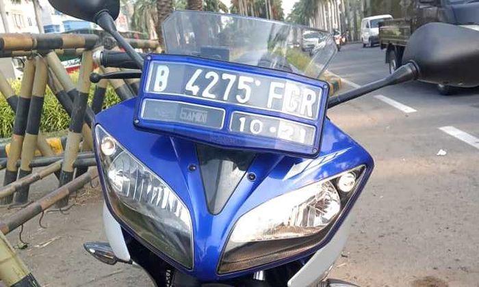 Lampu Yamaha R15 lama hanya nyala sebelah