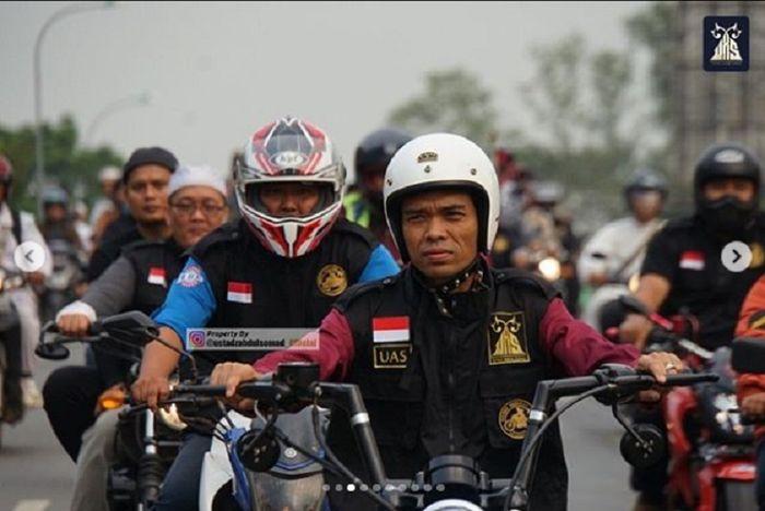 Ustadz Abdul Somad konvoi naik motor chopper bersama bikers di Batam