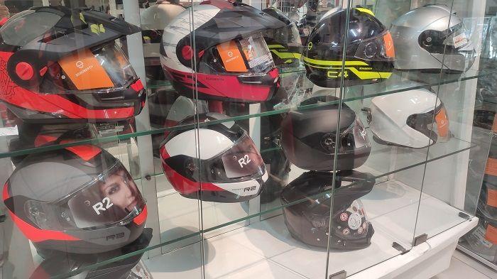 Varian helm Schuberth yang dijual di Juragan Helm