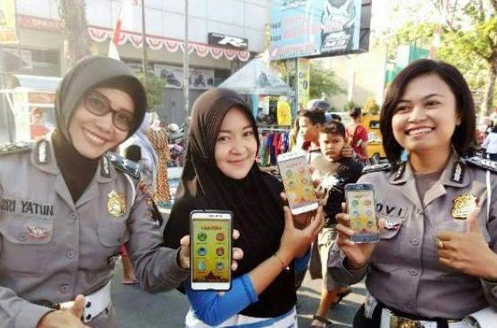 Penggunaan e-Samsat bisa melalui smartphone