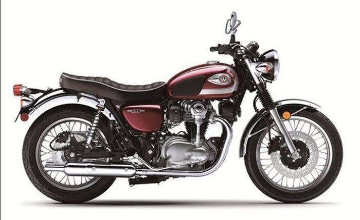 Kawasaki W800 Classic 2020 hadir dengan beberapa perbedaan dari versi Cafe Racer dan Street