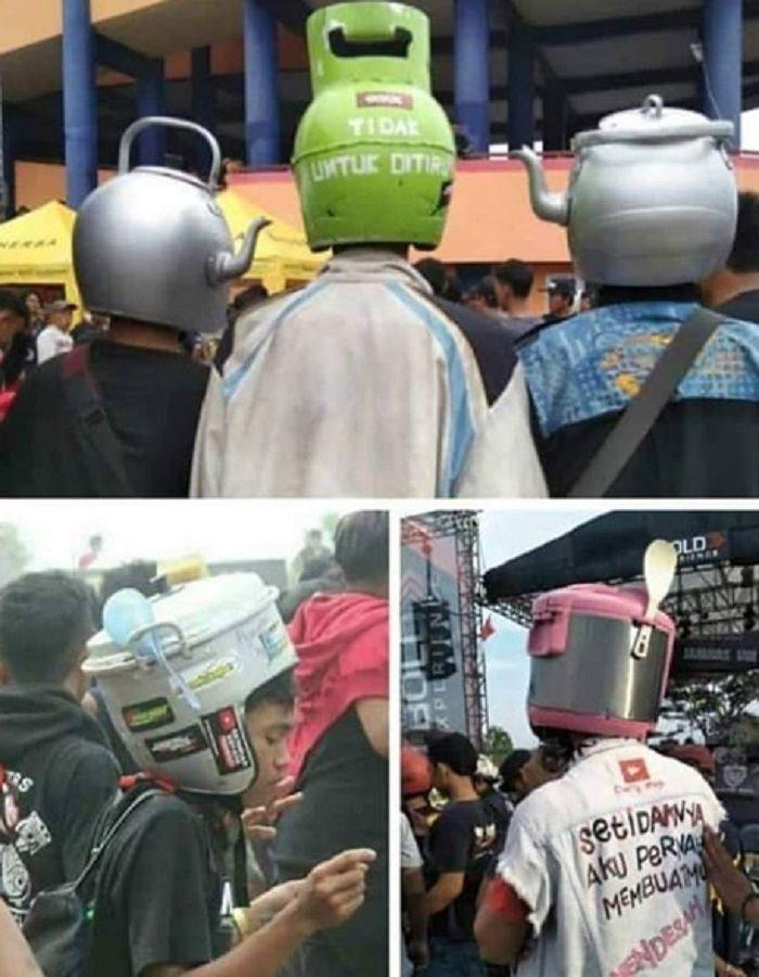 Helm-helm unik banyak dipakai bikers.
