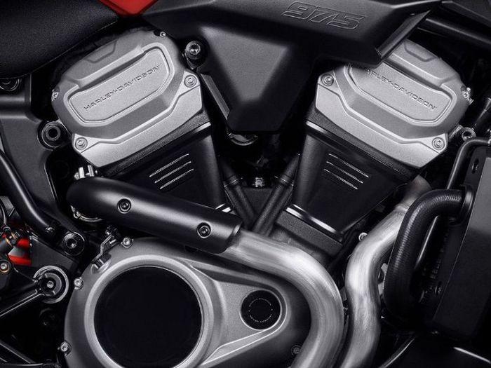 Harley-Davidson Bronx mengusung mesin berkubikasi 975 cc dengan konfigurasi V-Twin