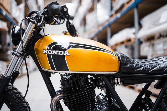 Tangki Honda CB jadi pengganti tangki bawaan motor