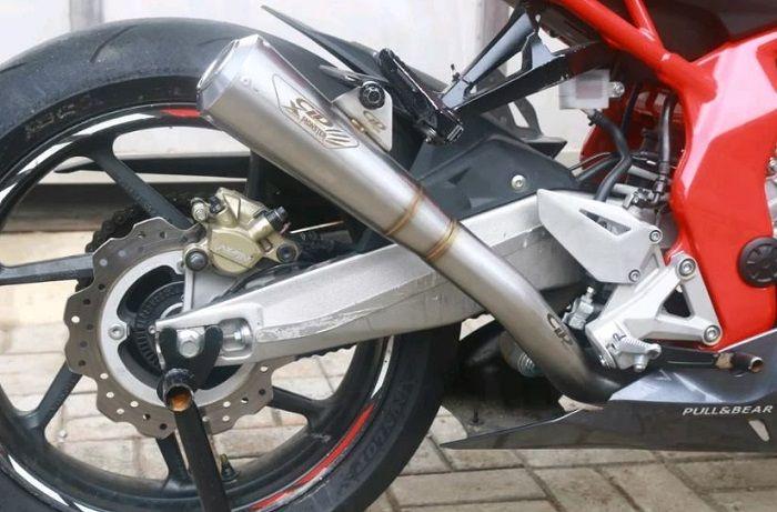 Ilustrasi motor pakai Knalpot racing