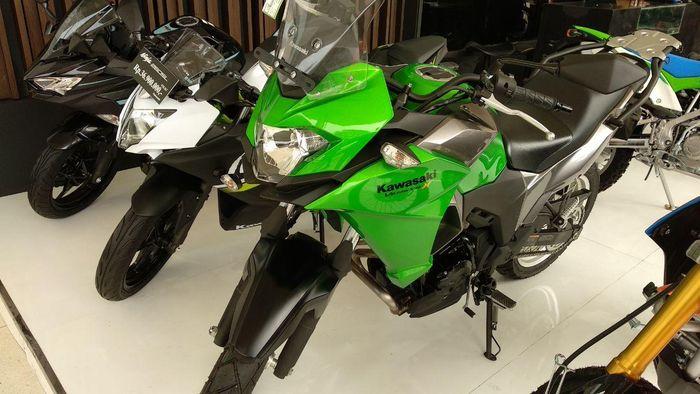 Kawasaki Versys-X 250 dapat diskon hingga Rp 1 jutaan, khusus buat pembelian di IIMS Motobike Expo.