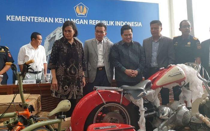Erick Tohir dan Sri Mulyani ketika jumpa pers kronologis penyelundupan Harley-Davidson oleh Dirut Garuda