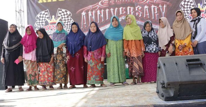 Acara anniversary sewindu YKCC diisi dengan satunan anak yatim dan penghuni panti jompo.