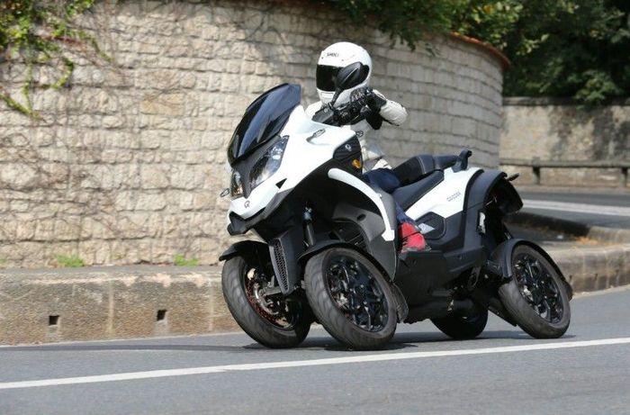 Skutik roda 4 Qooder bisa diajak cornering layaknya motor MotoGP.