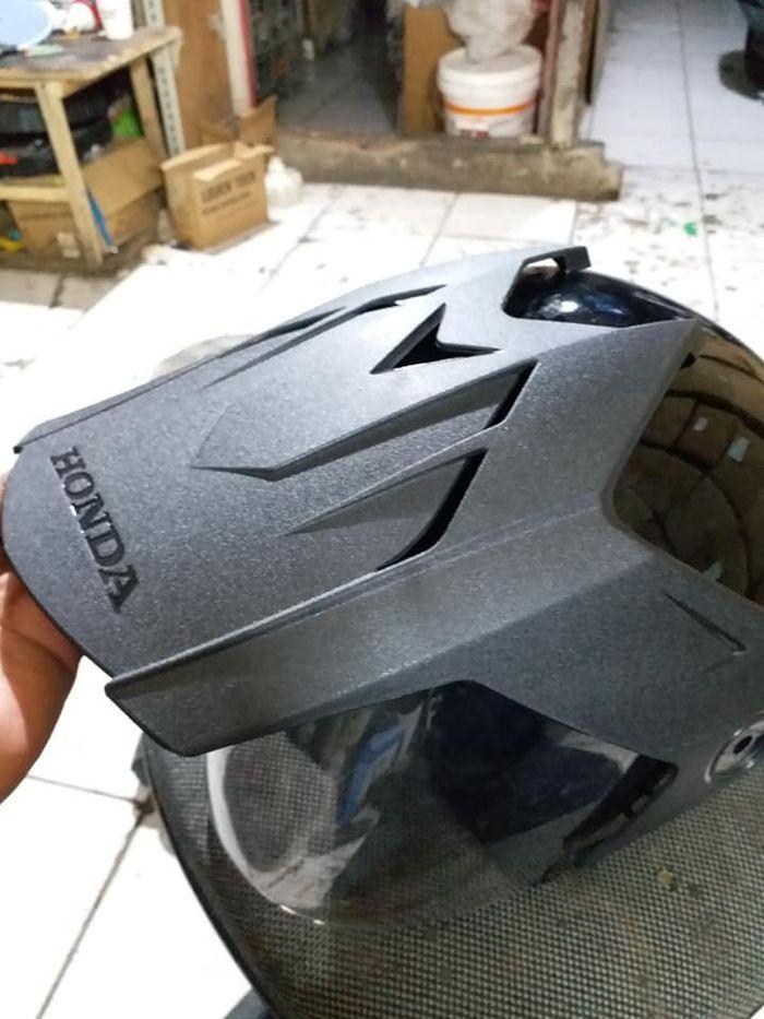 Helm bawaan Honda ADV 150 dari TRX