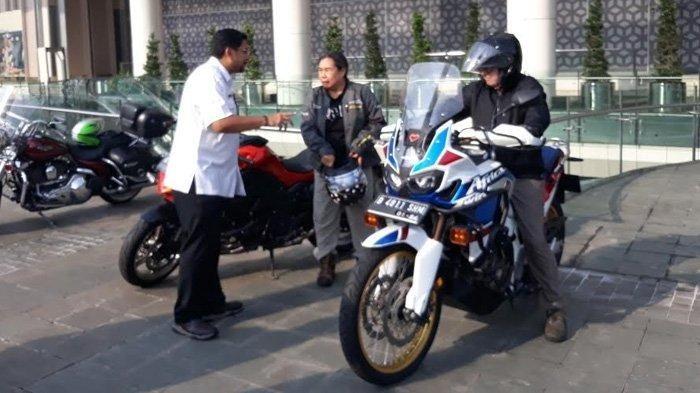 Deretan moge di Mal Senayan City yang dicek pajaknya oleh BPRD DKI Jakarta dan Samsat Jakarta Selatan, Minggu (22/12/2019)
