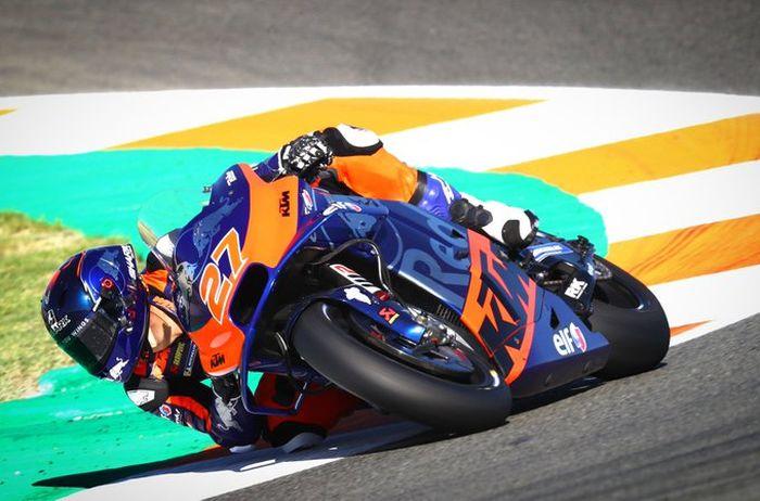 Iker Lecuona menggunakan nomor start 27 di MotoGP musim ini disebut-sebut sebagai The Next Casey Stoner selain nomor start sama jejak kariernya di MotoGP nyaris mirip