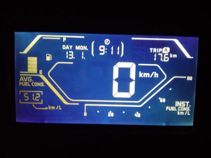 Konsumsi bensin Honda ADV150 lebih irit dari Yamaha NMAX.