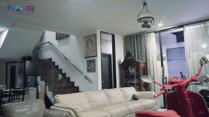Ruang tamu rumah artis Soimah di Jakarta