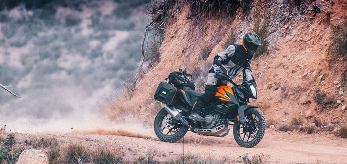 KTM 390 Adventure dilengkapi fitur seperti Traction Control, Cornering ABS, Bi-directional quick-shifter