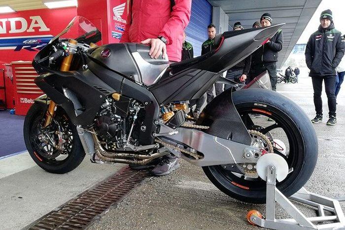 Jonathan Rea sampai penasaran akan Honda CBR1000RR-R terbaru