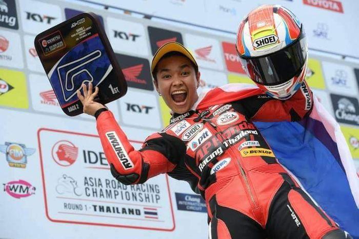 Pembalap cantik dari Thailand, Muklada Sarapuech menang di ARRC AP250.