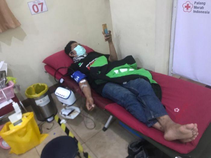 Aksi dari Indonesia Max Owners (IMO) dan Go-Max Riders melakukan donor darah dan membagikan sembako.