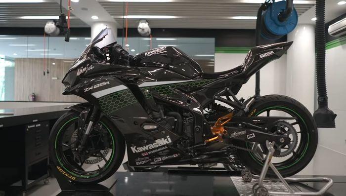 Kawasaki Ninja ZX-25R Pakai bodi carbon A-Tech