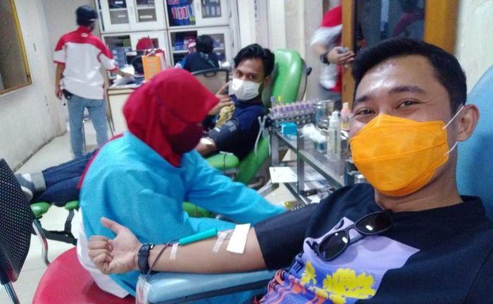 Bang Mamat anggota TMO yang kocak ikutan donor darah semoga berkah