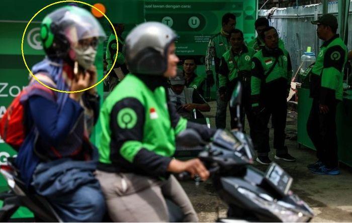 Di New Normal hanya di masa sosialisai helm penumpang masih disediakan driver ojol
