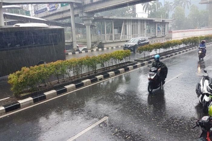 BMKG Rilis Prakiraan Cuaca Jabodetabek Hari Ini, Bikers di Wilayah Ini Harus Siapkan Jas Hujan