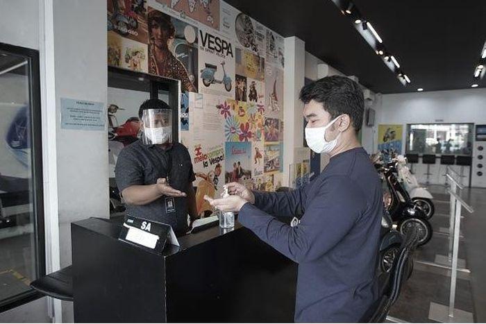 Aktivitas kembali dimulai PT Piaggio Indonesia menerapkan protokol kesehatan di dealer sambut konsumen menuju new normal.