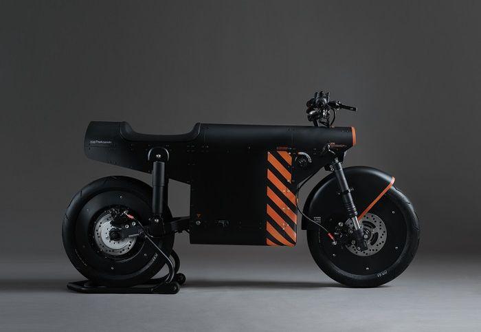 Katalis EV.1000 didominasi warna hitam matte (doff) yang dibalut dengan ornamen strip berwarna oranye sesua guidelines TheArsenale.