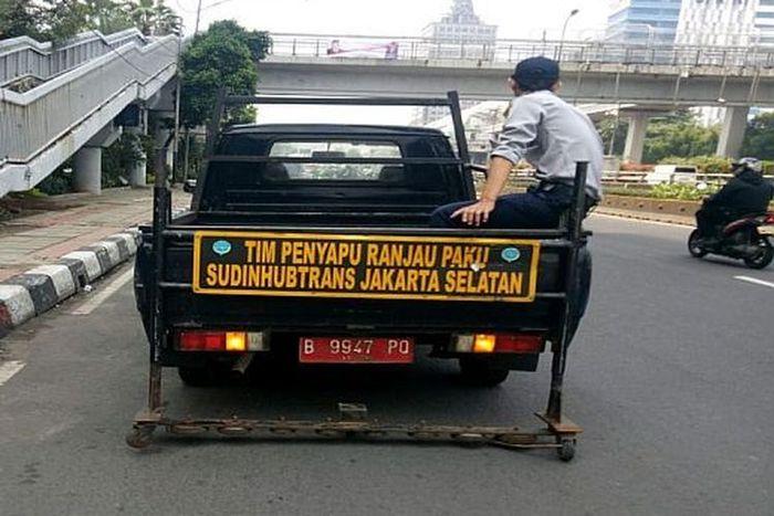 Suku Dinas Perhubungan (Sudinhub) Kota Administrasi Jakarta Selatan akan melakukan penyisiran wilayah ranjau paku.