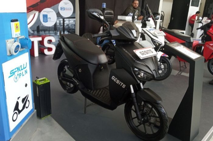 Motor listrik Gesits sudah bisa dipesan, segini harga dan cicilannya.