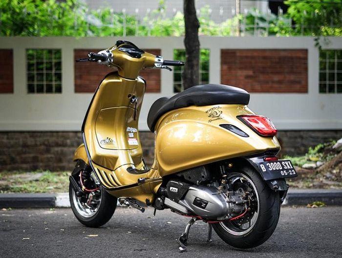 Modifikasi Vespa Sprint 150 i-Get spek sultan, pakai kelir gold terinspirasi dari BMW M4