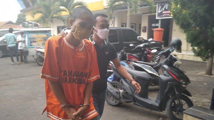 Ramadani, tersangka perampasan sepeda motor, diamankan di Mapolresta Bandar Lampung, Kamis (3/9/2020).
