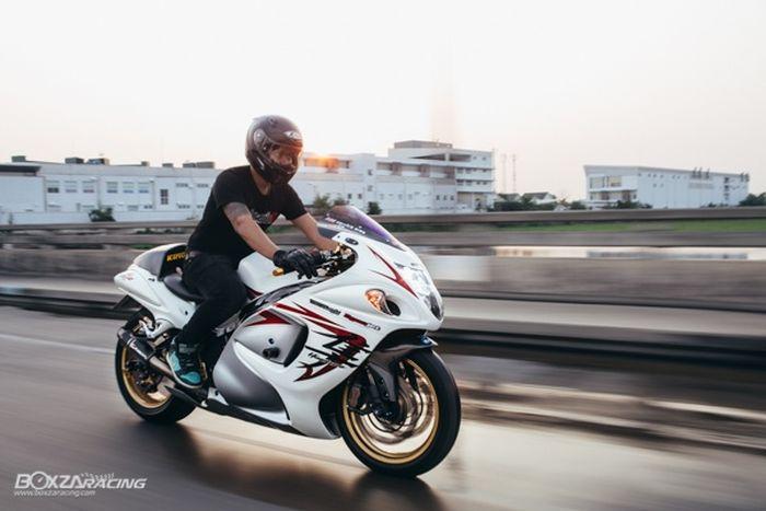 Modifikasi motor Suzuki GSX-1300R Hayabusa, kokpit dan kaki spesial, bertabur part hedon!