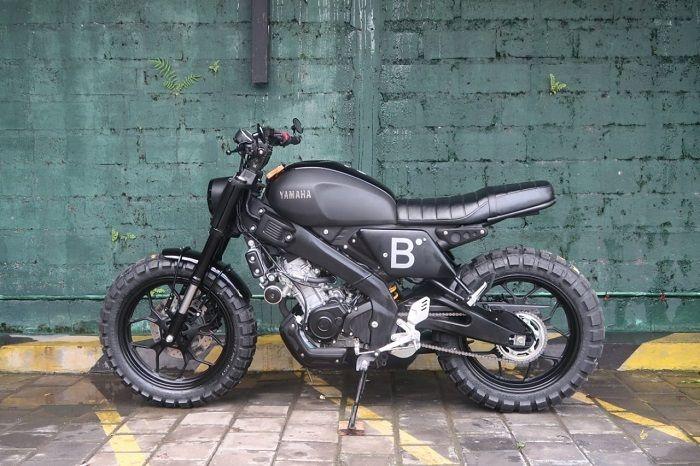 Yamaha XSR 155 berkelir hitam doff milik Irfan Bachdim digarap Treasure Garage Bali.