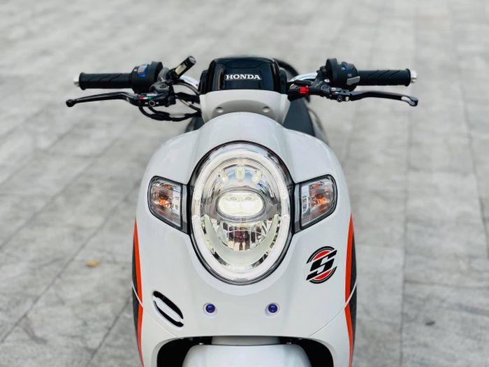 Honda Scoopy ini pakai master rem Brembo RCS dan handle rem Domino TWM.