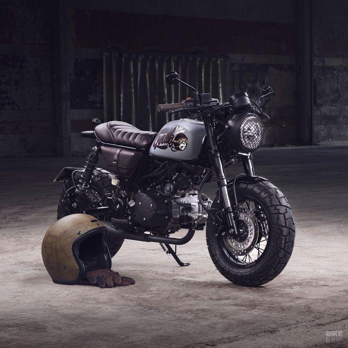 Kecil tapi gahar, modifikasi motor Honda Monkey ini bergaya cafe racer.