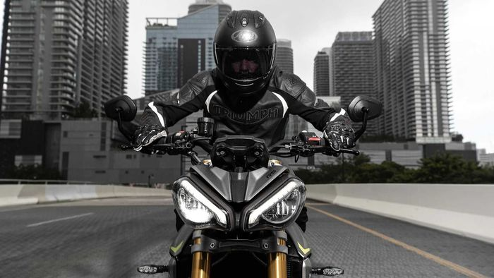 Headlamp Triumph Speed Triple 1200 RS 2021 lebih gahar.