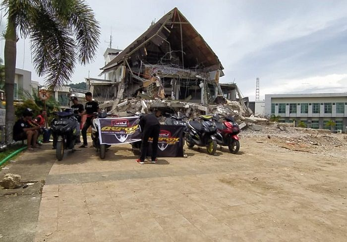 Aerox Riders Club Indonesia (ARCI) kirim bantuan bahan pokok bagi korban bencana alam.
