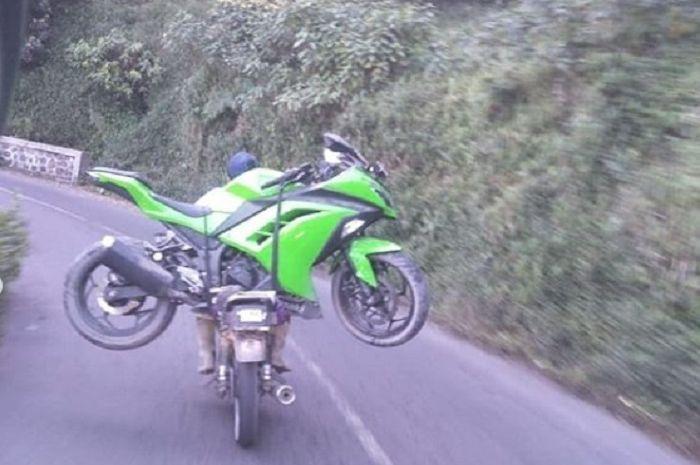 Kawasaki Ninja 250 di gendong GL Pro