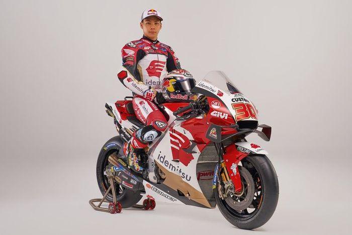 Takaaki Nakagami bersama motor baru untuk MotoGP 2021