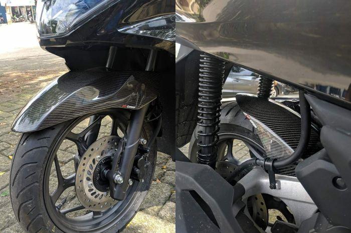 Sepatbor depan dan hugger arm carbon di Honda PCX 160 garapan DCS Auto.