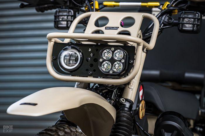 Modifikasi Honda CT125. Fokus di ubahan aksesoris plug n play. Bagian lampu depan sudah berubah.