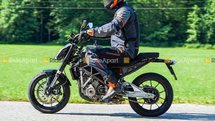 Spy shot KTM Duke 125 dites di jalanan Eropa