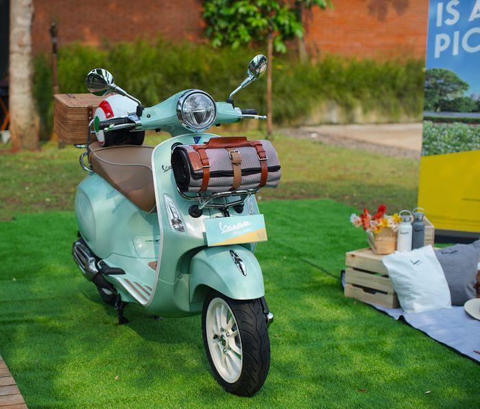 Vespa Picnic Limited Edition.