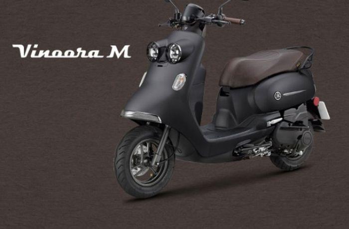 Yamaha Vinoora 125 M hadir dalam satu pilihan warna, hitam doff.